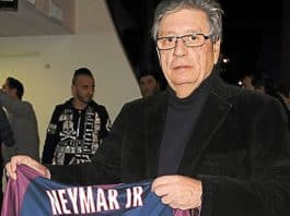 Michel Mézy a offert dix maillots dont celui de Neymar Junior. (Photo F.P. - Midi Libre)