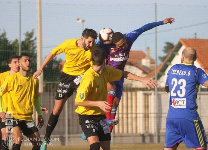 Le FC Chambly-Oise (en jaune) domine le National.